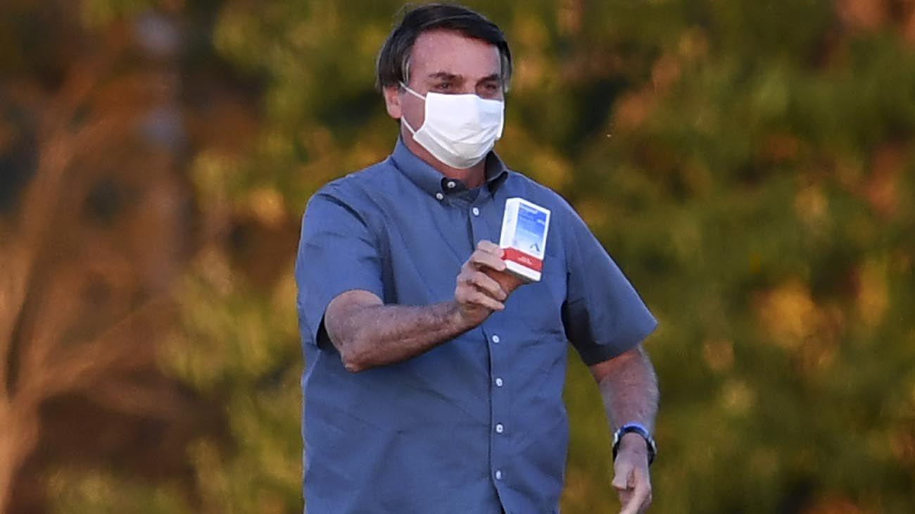 Bolsonaro dio positivo el 7 de julio y permaneció casi 3 semanas en cuarentena durante las cuales recomendó consumir hidroxicloroquina.