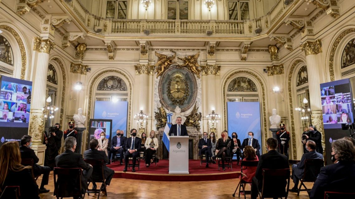 President Alberto Fernández, flanked by government and judicial officials, unveils his judicial reform package at the Casa Rosada on Wednesday.