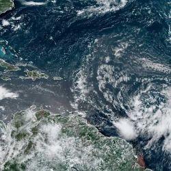 La tormenta Isais se convirtió en huracán categoría 1 en la mañana de este viernes.