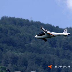Como se puede ver en el video, el eVTOL despega y una vez que alcanza altura gira sus alas y hélices para impulsar el aire desde el frente a la parte trasera (vuelo de crucero).