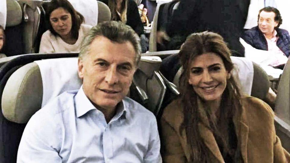 Mauricio Macri rumbo a Europa. El hotel donde se hospeda el ex presidente en París cuesta 1.800 euros la noche. Allí cumplirá con la cuarentena.