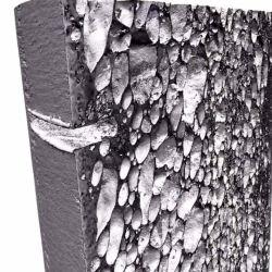 El material está fabricado con esferas de cerámica encerradas en una estructura de aluminio.