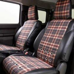 Para el interior del vehículo se venden diferentes tapizados para los asientos, disponibles en varios colores y con un tono más clásico.