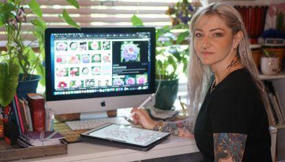 La reconocida artista Marianna DD King diseñó cubrebocas para recaudar fondos para un santuario de animales.
