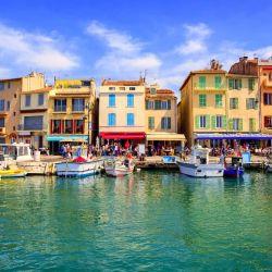 Conocida popularmente como la Venecia provenzal, Cassis es una localidad relajante y romántica.