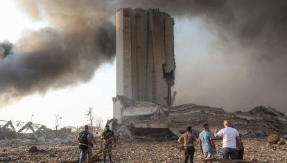 Una explosión en el puerto principal del Líbano sacudió la capital Beirut y sus suburbios