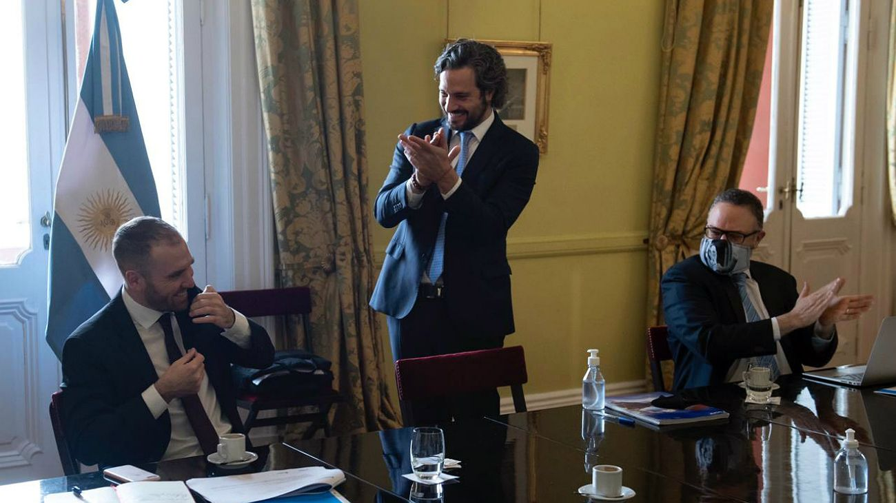 Cafiero pidió un aplauso para Guzmán, por el acuerdo por la deuda.