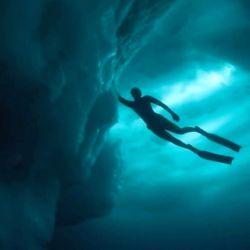 """Según Friedrich, por debajo un iceberg se ve como """"pelotas de golf gigantes""""."""
