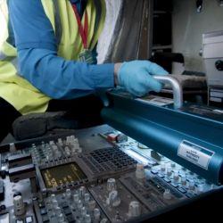 Cabinas de vuelo son limpiadas con luz ultravioleta para matar todo tipo de gérmenes.