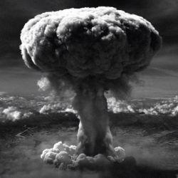 El 6 y el 8 de agosto de 1945, EE.UU. arrojó dos bombas atómicas sobre las ciudades japonesas de Hiroshima y Nagasaki, respectivamente.