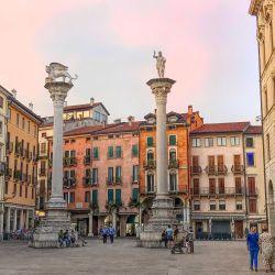 Vicenza está ubicada en la región del Véneto, a 60 km. de Venecia y a 200 km. de Milán.