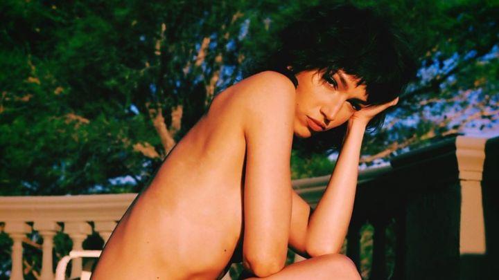 Úrsula Corberó se mostró en bikini y haciendo topless