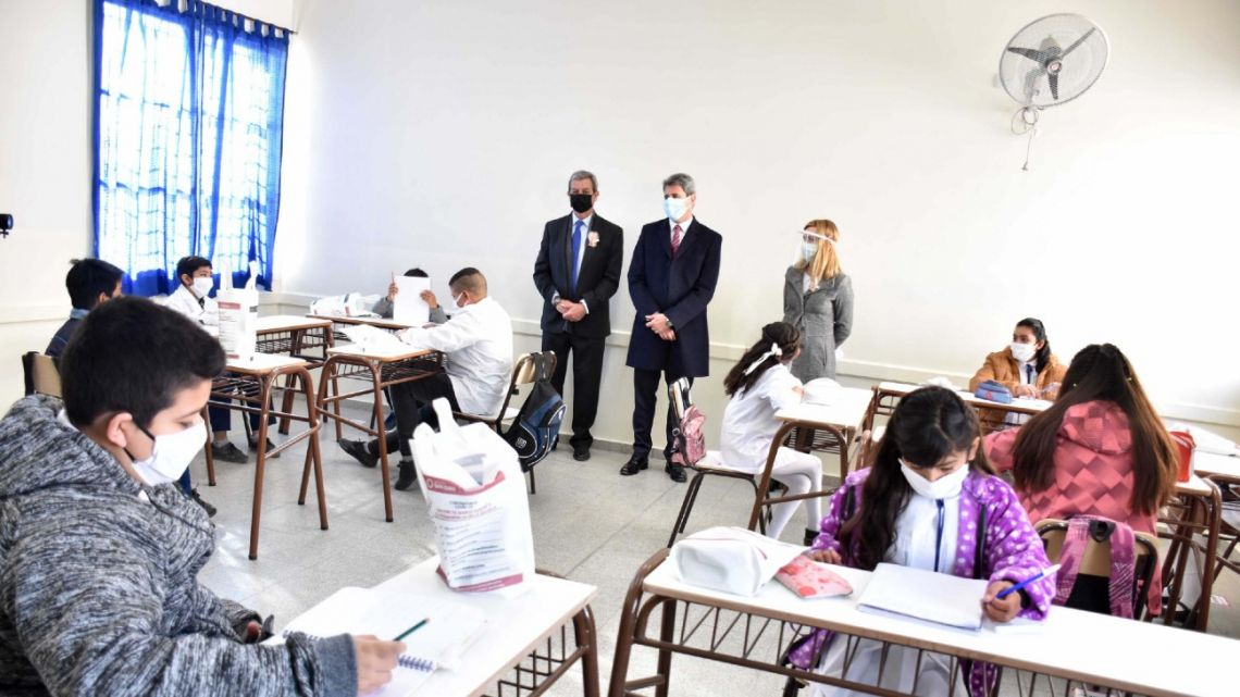 San Juan Province Governor Sergio Uñac and National Education Minister Nicolás Trotta visit students at the Escuela 12 de Agosto school to mark the re-opening of classrooms in the region.