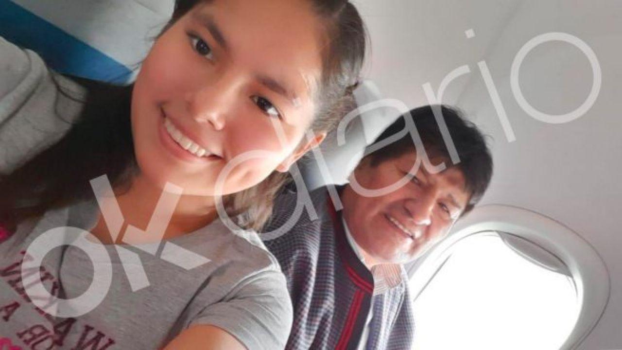 Evo con Noemí Meneses. Desde el MAS dicen que son fotos trucadas.  | Foto:OKDIARIO