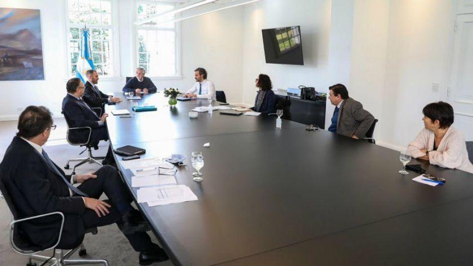 Alberto Fernández en reunión con el gabinete económico.