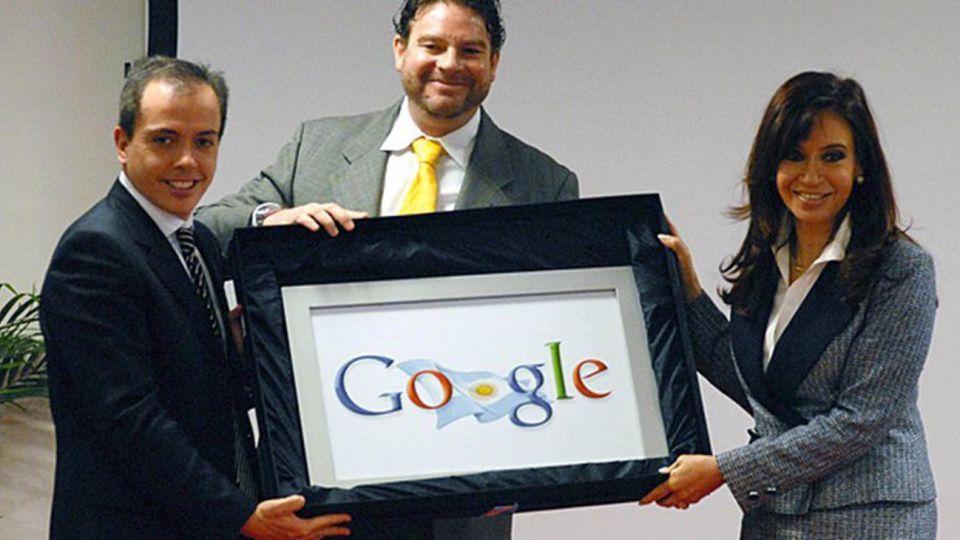 Otros tiempos de Cristina Kirchner con Google.  Avanza la causa judicial impulsada por la expresidenta contra el gigante de internet.