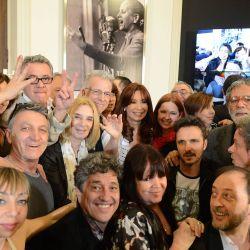 Cristina Kirchner con actores en un acto en el Salón Mujeres Argentinas de la Casa Rosada.  | Foto:PRESIDENCIA