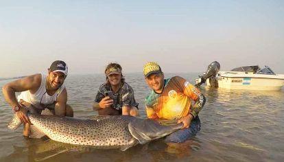 Capturan un surubí de 70 kilos en Corrientes