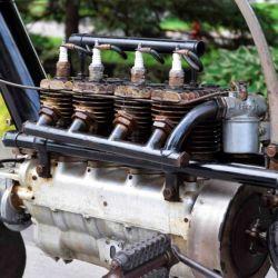 Fue una de las primeras motocicletas con motor de cuatro cilindros en Estados Unidos.