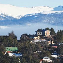 ¿Suiza o Patagonia? La vista desde las cabañas Patagonia Secreta nos sumerge en un paisaje de ensueño.