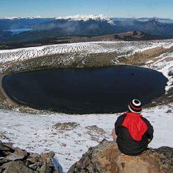 Laguna del cráter en el Batea Mahuida.