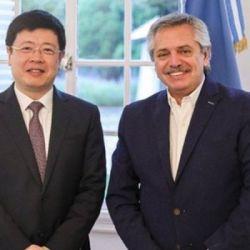 El embajador Zou Xiaoli con Alberto Fernández. | Foto:Cedoc
