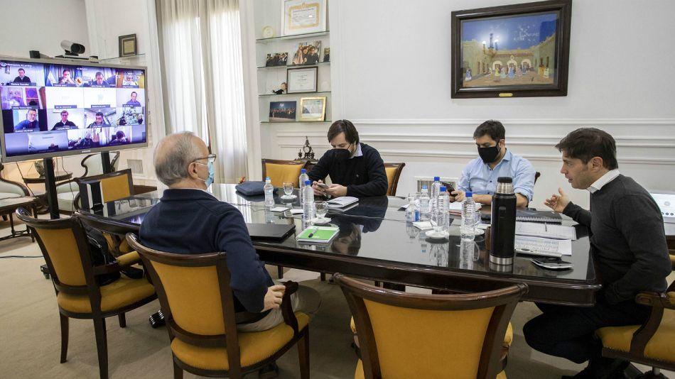 El gobernador Axel Kicillof, junto a Carlos Bianco, Daniel Gollan y Nicolás Kreplak, en la videoconferencia con intendentes.