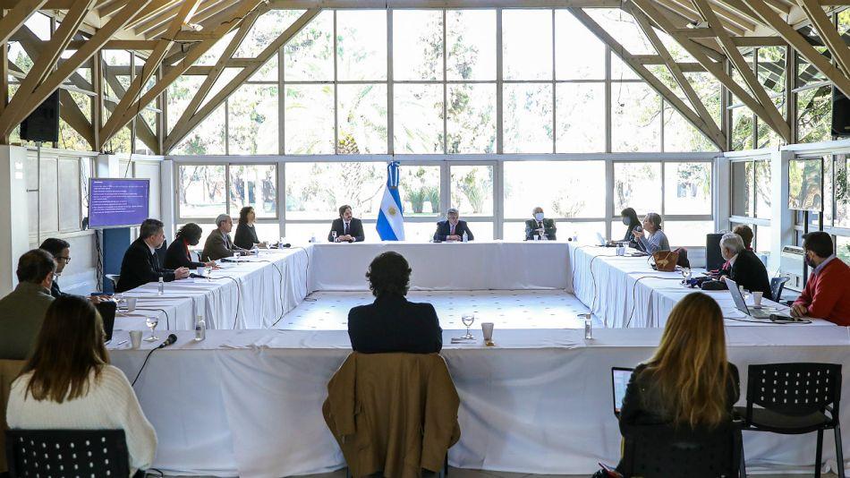 La reunión de Alberto Fernández con especialistas médicos, este jueves 13 de agosto en Olivos.