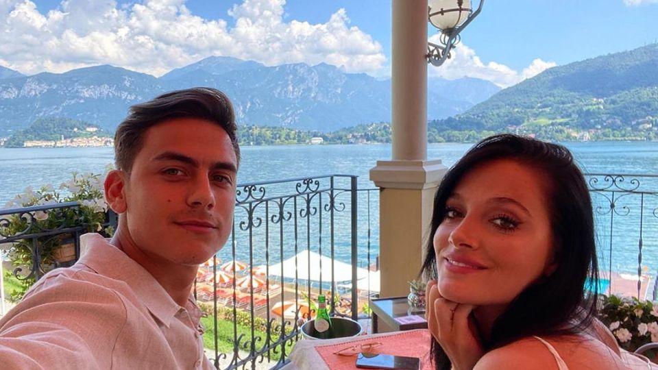 Oriana Sabatini incendió las redes sociales con una bikini roja en sus vacaciones con Dybala