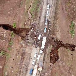 Esta grieta se la conoce como el Gran Valle del Rift y está creciendo en promedio unos 7 milímetros por año.