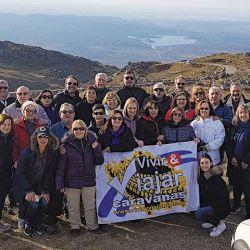 La caravana festeja en la cumbre del  cerro El Amago.