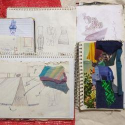 Todavía conserva muchos de los cuadernos y diarios donde comenzó a bocetar sus ideas y prendas.