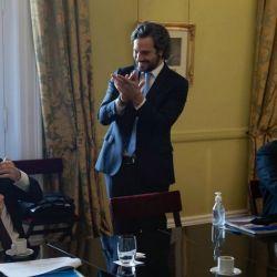 Cafiera pidiendo un aplauso para Guzman por el acuerdo con los bonistas | Foto:cedoc