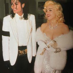 Así, con Michael Jackson y con look Marilyn, arribó a la ceremonia de los Oscar en 1991.