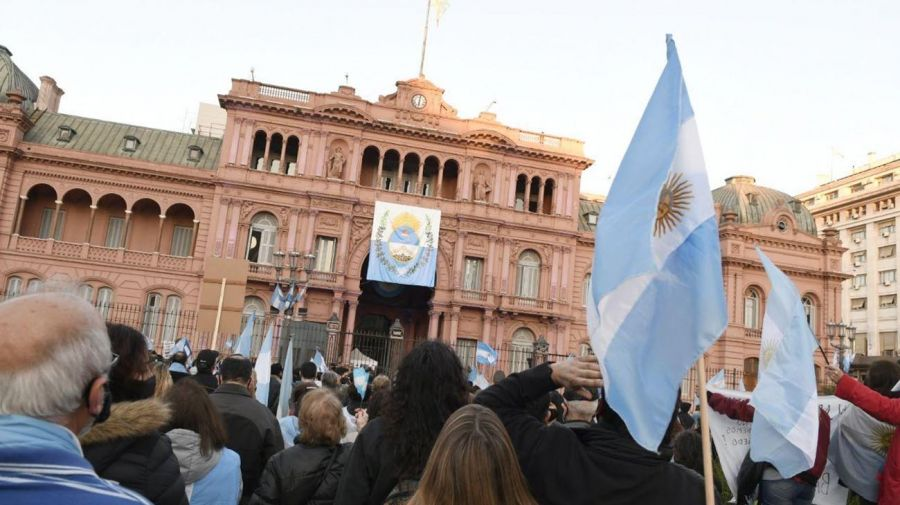 La marcha del 17A frente a la Casa Rosada. El 26A, se trasladará a la Plaza de los Dos Congresos. Foto: Ernesto Pages - Cedoc.