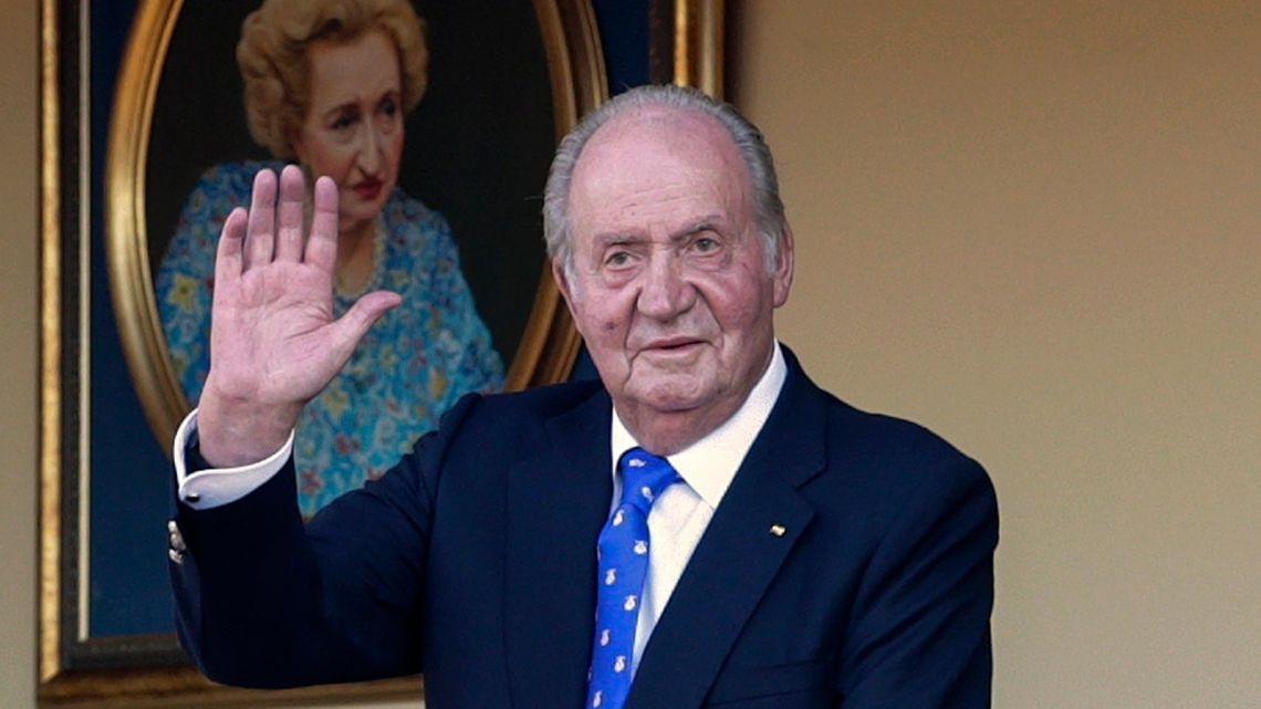 Spain's former King Juan Carlos waves during a bullfight at the bullring in Aranjuez, Madrid, Spain on June 2, 2019.