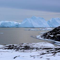 Muchos países están usando mantas de lona blanca para evitar que la luz del sol afecte menos a los glaciares.