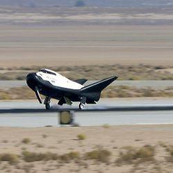 Gracias a su capacidad para aterrizar en pista se podrá transportar material más delicado.
