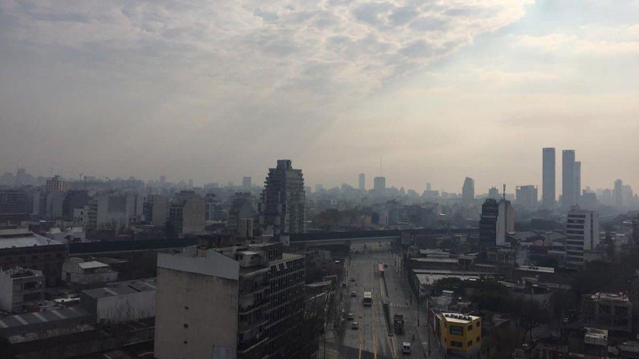 Humo en la Ciudad de Buenos Aires: de dónde viene el olor a quemado