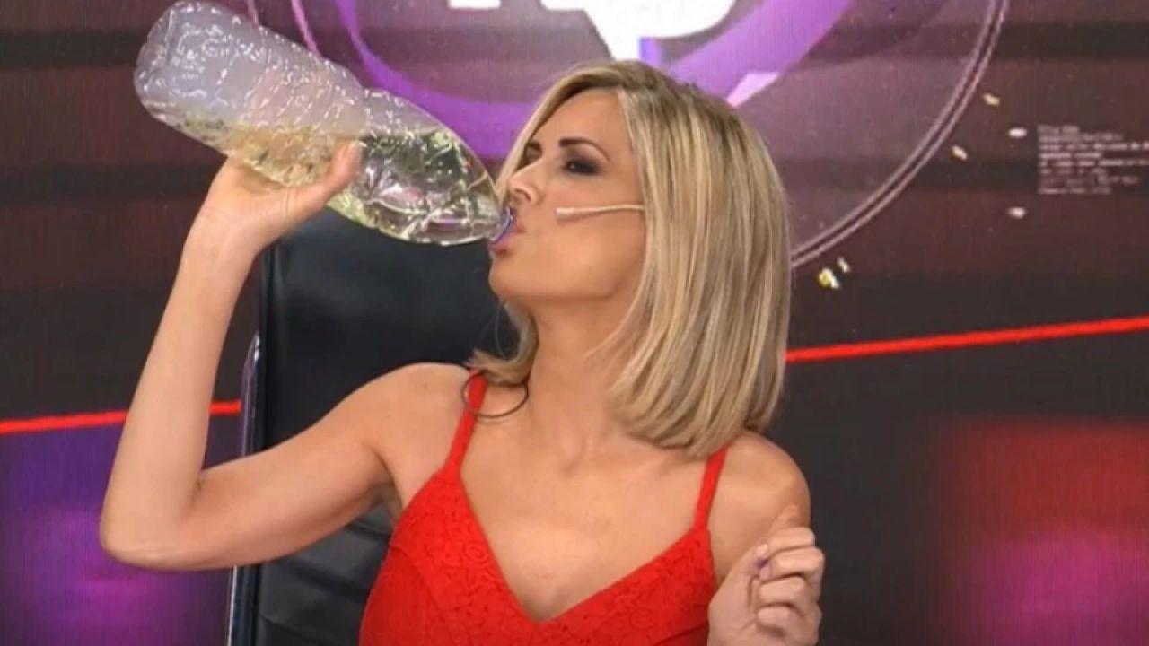 Viviana Canosa toma dióxido de cloro en vivo | Foto:cedoc