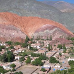 La reconocida red de turismo mundial sugiere a sus clientes disfrutar del majestuoso colorido de las montañas del norte argentino.