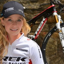 Emily Batty es una reconocida ciclista canadiense de montaña, ganadora de dos medallas de bronce en el Campeonato Mundial de Ciclismo de Montaña (2016 y 2018).