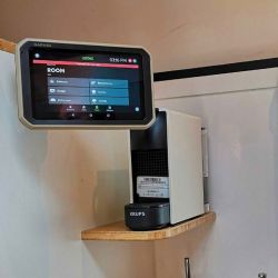 Los viajeros tendrán a disposición un sistema de telefonía inteligente y de navegación con pantalla táctil de 7,0 pulgadas.