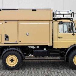 El camper se montó sobre un camión Mercedes-Benz Unimog U1300.