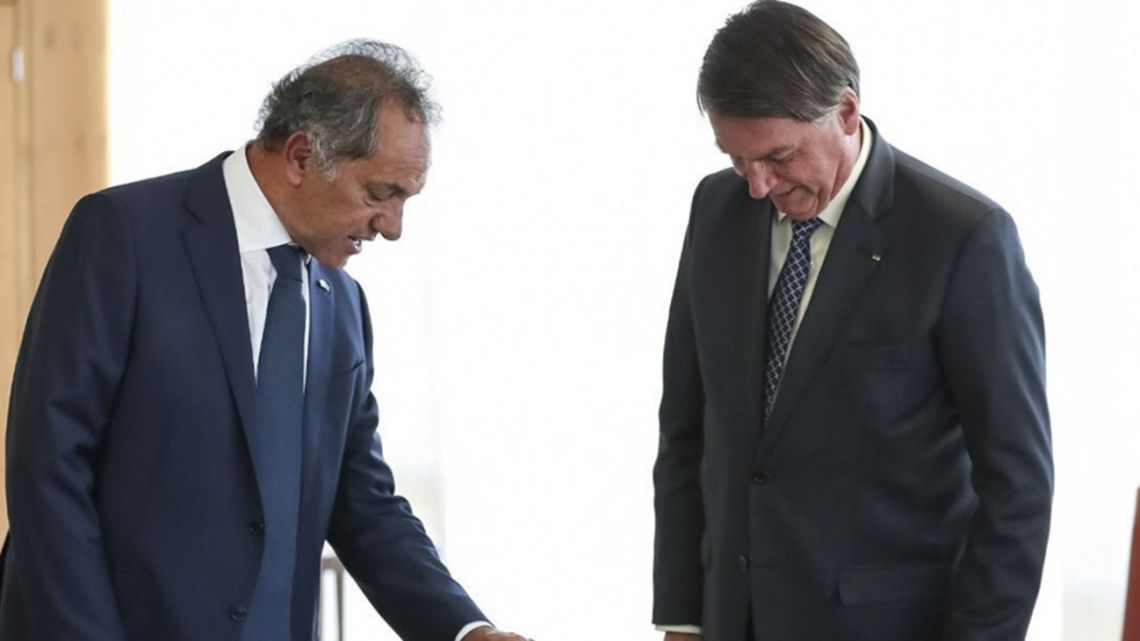 Daniel Scioli presents his credentials to Brazil President Jair Bolsonaro.