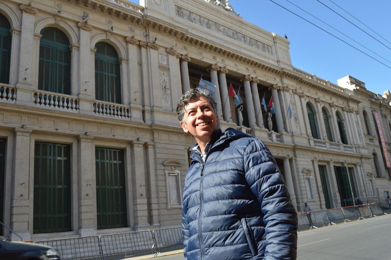 Segunda casa. Marcelo Merlo en el Teatro del Libertador San Martín, donde lleva 35 años cantando en el Coro Polifónico.