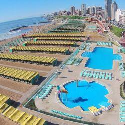 La idea del Consejo Directivo de Arquitectos de la Provincia de Buenos Aires Distrito IX es que Mar del Plata cuente con menos carpas y sombrillas.in la utilización de las piletas