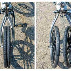 Cuando la bicicleta llega al lugar donde fue solicitada, las ruedas traseras se pliegan automáticamente para unirse en una sola.