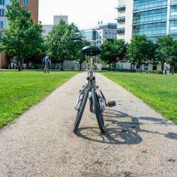 El prototipo que se ve en el video es una bicicleta eléctrica equipada con dos motores.