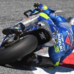El piloto español del equipo Suzuki ECSTAR Joan Mir monta su moto durante la segunda ronda de entrenamiento del Gran Premio de Estiria de Moto GP en el circuito Red Bull Ring en Spielberg, Austria. | Foto:JOE KLAMAR / AFP